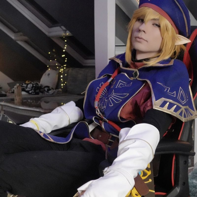 Link in Uniform? :O